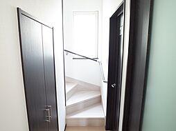階段下収納 階...