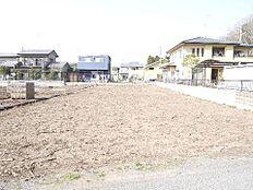 敷地面積は広々約114坪です。