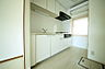 内装:収納スペースも充分あるキッチンです。使い勝手がよさそうですね。,1LDK,面積52.94m2,価格1,700万円,東急田園都市線 鷺沼駅 徒歩5分,,神奈川県川崎市宮前区鷺沼1丁目3-13