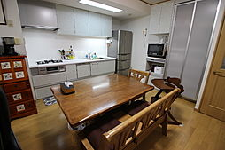 テーブルセットやソファーセットを配置しても十分なスペースが確保できます