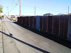 前面道路含む現地写真(西側4m道路・北側4m道路の角地です)