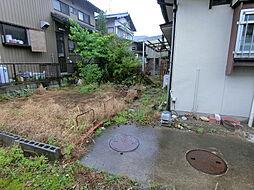 ゆったりとした庭もついているので、家庭菜園で野菜やフルーツも造れますね。