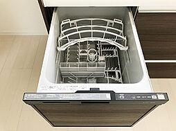キッチンには食器洗浄乾燥機もついておりますので、洗い物の時間を短縮できます。