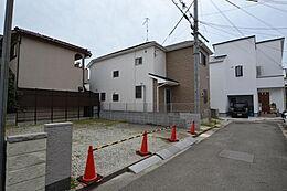 閑静な住宅地です。山陽電鉄「東二見」駅徒歩約8分。「西二見」駅徒歩約14分。現地(2017年9月24日)撮影