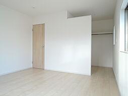 2階の8帖洋室...