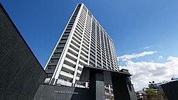 海抜80mの高台に建つ免震タワーレジデンス。