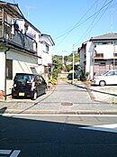 バス通りよりの私道入口