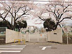 梅田小学校まで400m(5分)