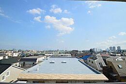 バルコニーからの眺望です。 平日、土日、祝日問わずご見学可能です。当日のご見学はお気軽にお問合わせください。
