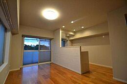 角部屋で2面採光のお部屋です
