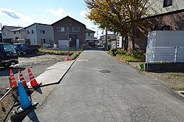 JR大久保駅まで徒歩約20分になっています。現地(2017年11月28日)撮影