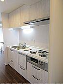 新しく浄水器&食洗機付きのシステムキッチンを設置毎日楽しくお料理できますね