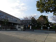 加古川中学校…約300m