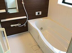 広い浴槽のユニットバス