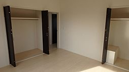 2階8帖主寝室...