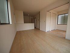 和室との仕切り開放で19.5帖超の大空間に。
