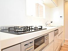 広々しており、快適にお使いいただけるだけでなく、システムキッチン交換済みですので、新品同様にお使いいただけます。