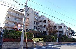 充実の家具付き フルリフォーム住戸 高級マンションならではの重厚感をご覧ください。