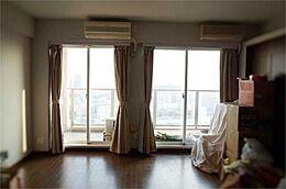 洋室2部屋を広い1部屋に変更