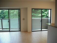 システムキッチン・ユニットバス・ウォシュレット一体型便器・玄関収納・玄関フロアタイル貼