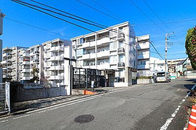 ♪手に入る欲しかった立地♪■限られた立地の中から選ぶより、今まで建てられてきた数多くのマンションの中から選べるのも中古物件の魅力。人気の町、横浜で資産性・利便性の良い物件を手に入れよう♪,3LDK,面積73.38m2,価格2,980万円,JR京浜東北・根岸線 山手駅 徒歩11分,JR京浜東北・根岸線 根岸駅 徒歩9分,神奈川県横浜市中区仲尾台55