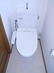 2階トイレは新品交換済みです。
