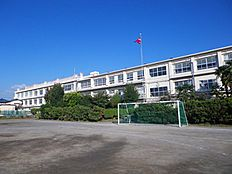 西東京市立ひばりが丘中学校 1023m