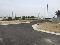 現地写真です。全面道路も5m~6mと広いです。