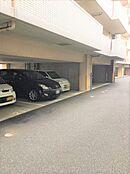 駐車場は月額10000円と安めに設定されています。空き状況は随時ご確認ください。