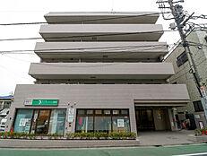 内装リノベーションしたこちらの物件は、東武東上線「東武練馬」駅徒歩10分の立地