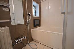 ユニットバス…換気乾燥暖房、追炊き機能、浴室テレビ付き