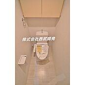 収納棚、ウォシュレット付トイレ