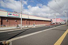 ドラッグストアまで200m スーパーマーケットまで150m