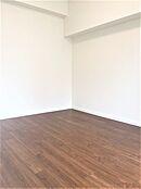 洋室はそれぞれ6.7帖5.8帖5.8帖ございます。