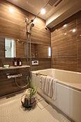 浴室は換気乾燥暖房機付。暖房や雨の日の洗濯物の乾燥など快 適に過ごせるうれしい機能