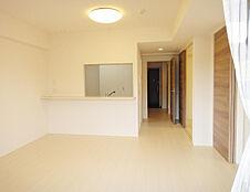 室内とても丁寧にお使いでフローリングも壁も綺麗です。南向きで日当たり良好です。