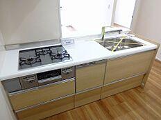 食洗機付のカウンター式キッチン