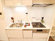 忙しい日に重宝する食洗機付きのキッチンで毎日の家事がラクラク