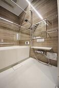 くつろぎのバスタイム 便利な浴室乾燥付きです。