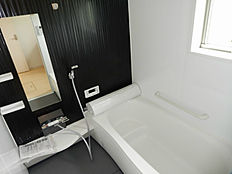 広々浴槽なので子供さんとの入浴も楽しんで頂けます。浴室乾燥機付です。