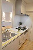 人気のカウンターキッチン採用。食器洗浄機付で家事の負担が軽減されます。