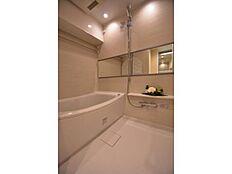 バスルームは浴室乾燥機付きで雨の日も安心