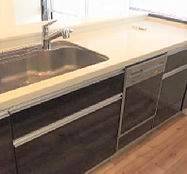 ?型キッチンで料理スペースも広々と確保