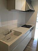 水回りも一新新規システムキッチン。