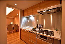 キッチンはリビングから独立しているので煙や臭いがリビングに充満しにくいです。