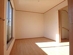 2階中の洋室で...
