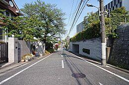前面道路(東方向)