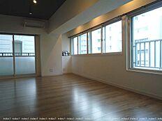 5階部分 窓が多く明るく風通しのよいお部屋です