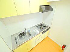 キッチンはリフォームによって浄水器付となっており、収納もしっかり付いています。