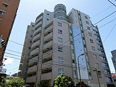 JR山手線・JR埼京線「恵比寿」駅徒歩8分、日比谷線「恵比寿」駅徒歩10分の好立地。2路線利用可能で通勤通学も便利です。ペットと暮らせるマンションです。